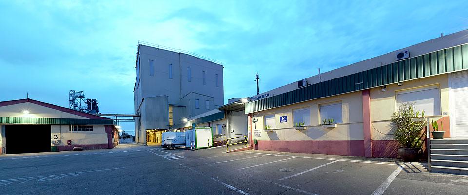 LED5V. Nuestros proyectos. Iluminación industrial. Agroveco