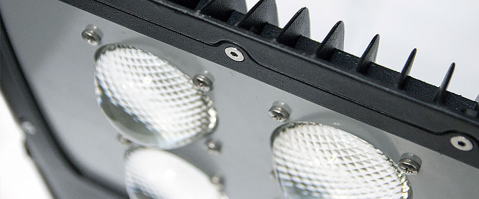 LED5V. Iluminación espacios singulares. Proyector LED Bolaso. Contenedor. Detalle Ópticas